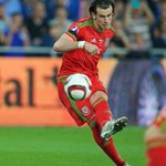 Oh Gareth Bale! @GarethBale11 scores with a stunning free kick. #TogetherStronger #ISRvWAL http://t.co/uWL0DHykRT