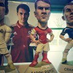 Meanwhile, ace weekend for Wales football so far. Saw @aaronramsey & @GarethBale11 in @WorldOfGroggs Keep it up lads! http://t.co/jWkZ8SlSbr