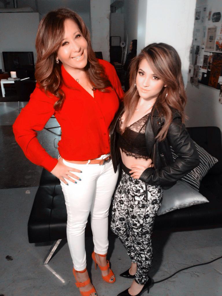 Watch @ElGordoyLaFlaca tonight on #Selena20AñosDespués my girl @iambeckyg reveals how #selena influenced her music. http://t.co/8hRwqmDIQA
