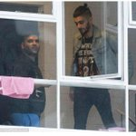 """@UpdatesDMspree: Zayn and Naughty Boy today in London -Lauren http://t.co/dnmvDLLvsr"" Naughty boy stands up???"