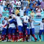 Foto do jogo: a comemoração dos atletas tricolores, todos juntos, após o gol de @_Kieza. Clique de Felipe Oliveira. http://t.co/WML7IEBNQu