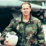Ровно 16 лет назад пилот-доброволец Зоран Радосавлевич погиб в неравном бою за небо Белграда http://t.co/EfIuK5oAoA http://t.co/5GsraXWQ5F