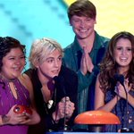 This is the pic of the happiest cast ever #AustinAndAlly #KCAs #KCAs2015 http://t.co/ayWo5eLb2Q http://t.co/PqSRsYUlun