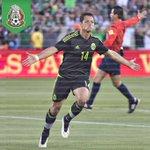 """Celebración de Javier """"el chicharito"""" Hernández, quien marcó al minuto 13 en el duelo ante Ecuador http://t.co/vBNF0mFW2P"""
