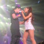 """Mais fotos de Justin e Ariana no palco da """"The Honeymoon Tour"""", em Miami - 28/03: http://t.co/nVOtkT7EuP http://t.co/P6HG8y6b8H"""