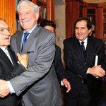 Vargas Llosa celebra su 79 cumpleaños donando 2.000 libros a Arequipa http://t.co/LCPKMwlcfh http://t.co/Oiv3ydslg3