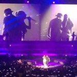 """Mais fotos de Justin e Ariana no palco da """"The Honeymoon Tour"""", em Miami - 28/03: http://t.co/nVOtkT7EuP http://t.co/6uS5rPbfWC"""