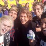 """@Tha5SOSFamily: 5SOS took another selfie on the Orange carpet! #vote5sos #kca http://t.co/vP6KGvNhdX"""