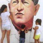 #VenezuelaEsEsperanza es paz es amor y revolución por eso y mucho más #ObamaDerogaElDecretoYa http://t.co/dj5LFnxp0R