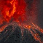 """""""@SkyAlertMx: """"@tapirofoto: Increíble explosión nocturna del Volcán de Colima. Anoche 2015/03-27 http://t.co/ZyKdelp5HG"""" @anaidd7"""