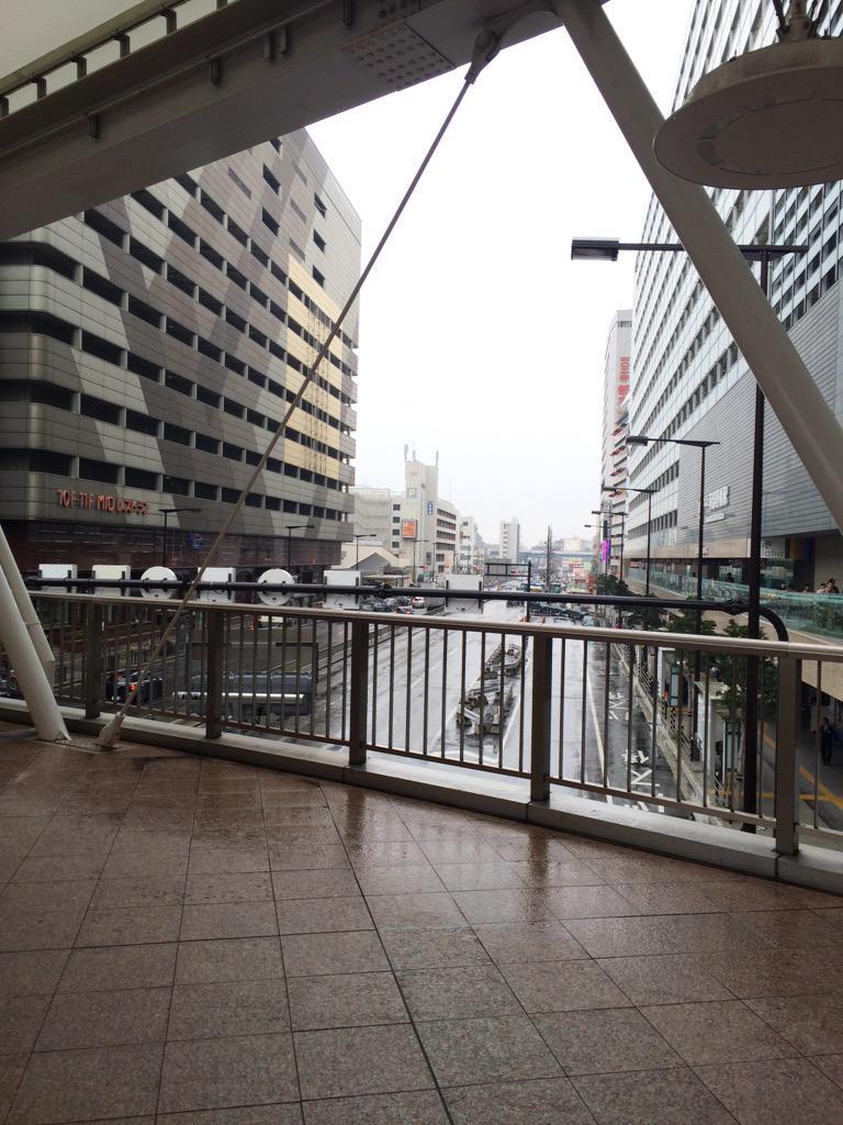 さぁ今日も始まりました!! 20枚売れるまで帰らないチケ売り! 昨日で学習して今日は防寒対策もしてきました! 雨ですが皆様是非天王寺歩道橋お越しください!! http://t.co/nINfD4KrJL