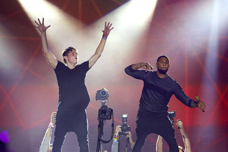 This just happened at #Ultra2015: @Usher joined @MartinGarrix on stage. http://t.co/G5GXBr0xLq @ultra http://t.co/xIfH3uTX2g