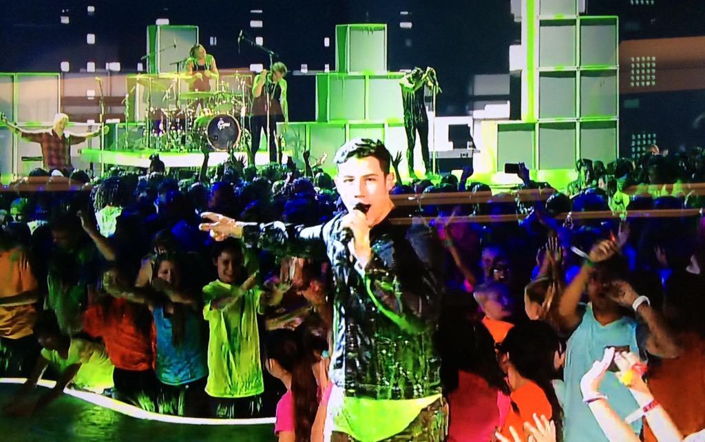 That's a wrap! Thanks @nickjonas you were an amazing #KCA host!! @NickelodeonTV http://t.co/ftX3ulsJ94
