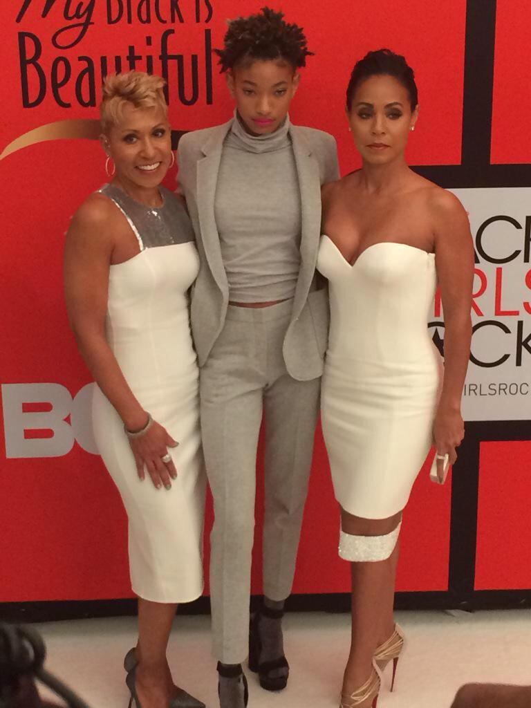 HOW. IS. JADA'S. MOTHER. LOOKING. LIKE. THAT. AT. 61?! http://t.co/vbQ9LwGjwt