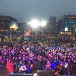 Это вчерашний Днепр. А рашаСМИ пишут,что жители Днепропетровска проигнорировали «вече» Коломойского. Глаза протрите! http://t.co/zRCVVvDKrD