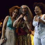 Maria Bethânia, Mariene de Castro e Margareth Menezes, juntas, celebrando os 466 anos de Salvador. http://t.co/pmbVrxRLph
