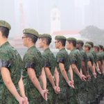 Our soldiers stand in the rain, as they wait for the #LeeKuanYew state funeral cortège to pass http://t.co/s7b8Ir4wZ6 http://t.co/wk8JIDucew