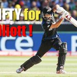 RT @cricketnext: #CWC15Final: @grantelliottnz brings up his fifty off 51 balls. #NZ 115/3 in 28 overs http://t.co/BgpcNvqWKK #AUSvsNZ