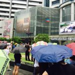 At Raffles Place outdoor lawn, people watch live telecast of #LeeKuanYew state funeral taking place at UCC, NUS. http://t.co/S5vOQrPSt5
