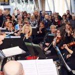 Les 40 musiciens et 28 choristes sont sous la direction de Julien Masmondet @OONMLR #montpellier http://t.co/niPMM4JDPD