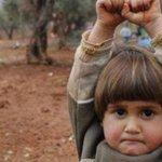 Menina síria se rende ao confundir câmera fotográfica com uma arma http://t.co/DYwXsfMyzu http://t.co/N2MPUPKxNG