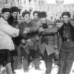У Победы наши лица! 1945г. http://t.co/qLGYcVwkJF