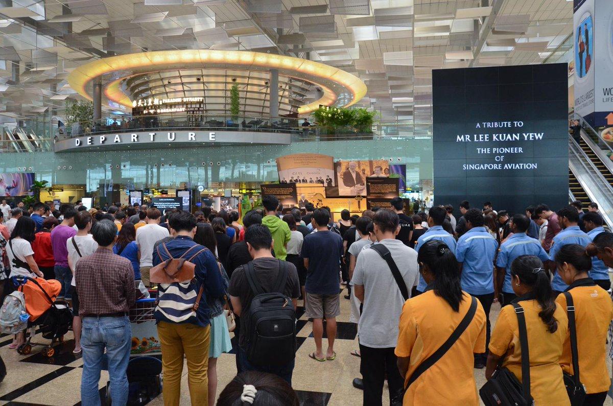 RT @ChannelNewsAsia: Changi Airport (@Fansofchangi) falls silent in memory of LeeKuanYew (Pics: CAG)