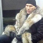 Валуев на митинге против оперы Тангейзер в Новосибирске.Его оскорбили. А сколько животных убили ради шубы депутата??? http://t.co/5rtrMoZcZc