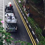 Last chance to say goodbye: #LeeKuanYew cortege now turning to Upper Thomson, near MediaCorp http://t.co/9M7eTULrB7 http://t.co/cVdnDTw71U