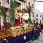 Dña.Rita es muy de desfilar en #DomingoDeRamos, eso sí en VEHÍCULO OFICIAL [Basado en idea d mi colegui @acidotvideo] http://t.co/Q6oY9b8sgC
