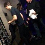 Мокрый Люк вчера после шоу на KCA #5SecondsOfSummer #TheyreTheOne @radiodisney http://t.co/YUOBdRvtW4