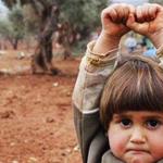 """""""@UOL: =/ Menina síria levanta as mãos em rendição ao confundir câmera com arma http://t.co/UGQvxAZQca #uol http://t.co/gomJ6KGli4"""""""