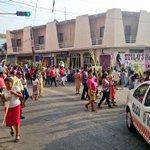 Brindamos protección vial durante procesión en San Pedro Pochutla #Oaxaca @GabinoCue @VictorAlonso13 @Policia_Vial http://t.co/jC7xaAO8yT