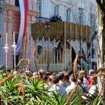 Primer palio en las calles de #Cádiz #SemanaSantaCádiz 2015 http://t.co/6AHsUzNv4u