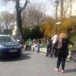 1/ Cuanta impunidad: detienen a un hombre frente al Museo del Prado sólo porque lleva una pancarta en su bici http://t.co/w0xnvQkZA2