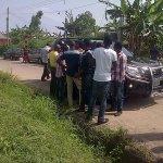 Photos of the Chairman of Eket LGA in Unit 001, Ward iv in Eket in AKS going round bribing @inecnigeria @eggheader http://t.co/qbvi0vSlLt