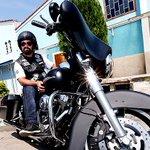 Padre frequenta motoclube e sai de colete de couro com caveira pelas ruas http://t.co/qo601WPzVz http://t.co/YEQJtBeFS5