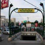 В московском метро полицейский выстрелил в напавшего на него пьяного мужчину http://t.co/jupo3oxJAl http://t.co/fCL9AyhL7R