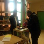Président au bureau de vote 21 et je viens daller voter au bureau 22 avec la présidente Souad Salhi. #Montpellier http://t.co/ndOKYUJZXA