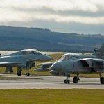 Британские ВВС провели учения по сценарию отражения «российской угрозы» http://t.co/cNV0vf3WuF http://t.co/NfWu3QWXLD