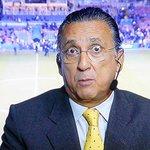 Galvão Bueno invade o campo e tenta agredir chileno que pisou no menino Neymar http://t.co/yBkOPBgGjg http://t.co/c3srcaWp2E