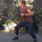 РТ, если боишься, что Эштон ебанет стулом #5SecondsOfSummer #TheyreTheOne @radiodisney http://t.co/8mGNIeT2h6