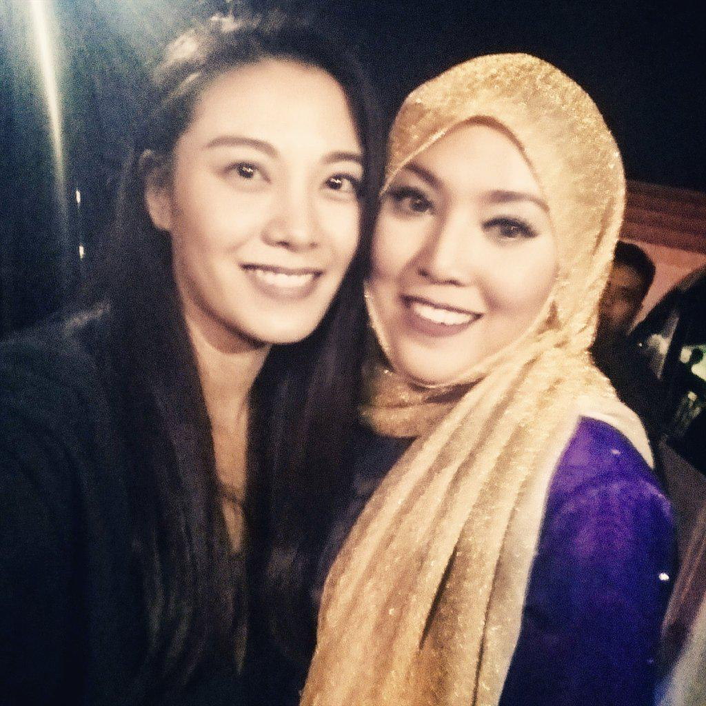 Who did I bump into @ the #iskandarwaterfrontcarnival2015 ?! The beautiful & talented Shila Amzah #dangabay #Malaysia http://t.co/Gt0snETRqO
