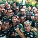 Já viu a selfie que o @MarcosGoleiro12 postou ontem, no jogo de despedida do @Alex10combr? #DespedidaAlex #histórico http://t.co/B4BP3B7R5v