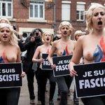 De topless, ativistas protestam contra líder da extrema-direita francesa http://t.co/xh7plKlQOm #G1 http://t.co/ynRueY65nL