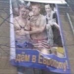 В Одессе возле облгосадминистрации вывесили провокационный баннер с Порошенко, Гончаренко и Ляшко http://t.co/xdQ0mUurpf