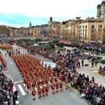 Espectacular imatge de la Plaça Catalunya de #Girona amb la celebració de 75 aniversaris dels #Manaies de #Girona http://t.co/6vIsVfpRkx