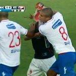 """""""el arbitro PODRIA considerar esto como agresion"""" dijo Charquero...Viendo el replay, quedan dudas, @noseasmalotv !! http://t.co/CKUeILTgPP"""