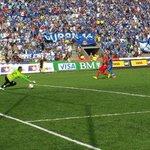 [IMÁGENES] Momento en que Emanuel Herrera marcó el gol para Emelec. #RIVvsCSE http://t.co/b5JhEYqwcw