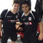 RT @LuisSuarez9: Niesamowite jest być znów na Anfield z wielkimi graczami. Zdjęcie z tym największym!! http://t.co/GJ7f0HrMjL